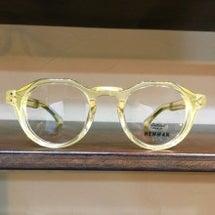 クリア黄色メガネと明…