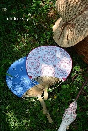 うちわと日傘と麦わら帽子