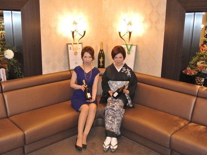 銀座クラブ由美 伊藤由美ママ&ゆりさん