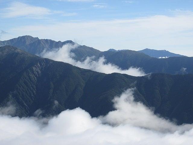 間ノ岳・農鳥岳・鳳凰三山遠望