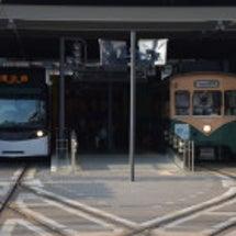 富山駅前の路面電車 …