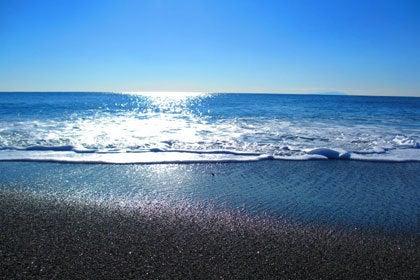 サンジュネスから歩いて10分ほどの海