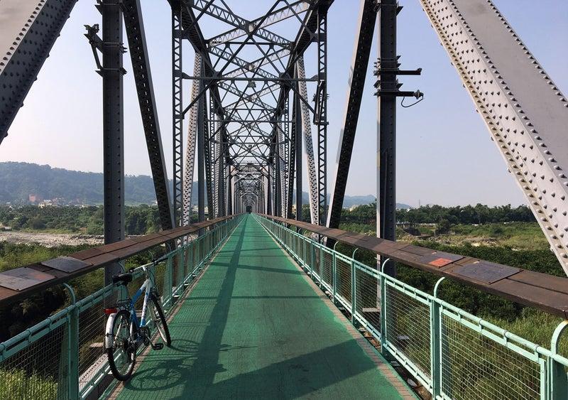 27トンネル抜けて鉄橋