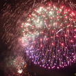河川敷に上がる花火が…