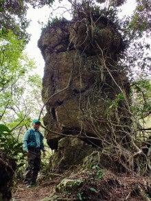瓢箪池北西畔の立岩