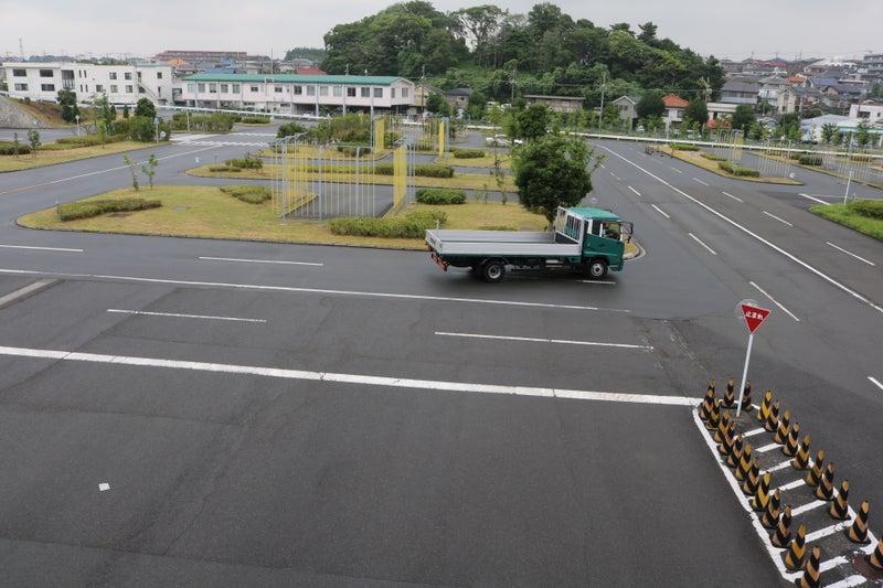 中型トラック技能試験の風景