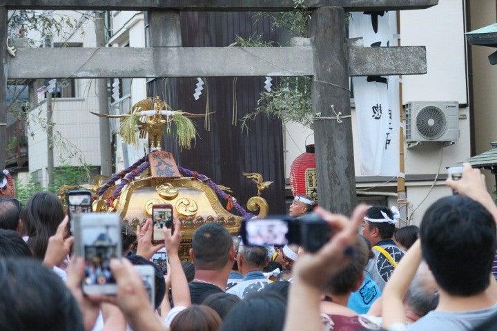大きな御本社神輿が戻ってきました。