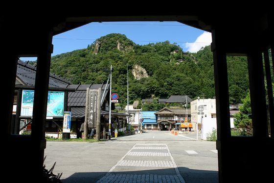 山寺駅より立石寺の眺め