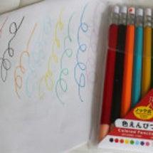 ノック式色鉛筆