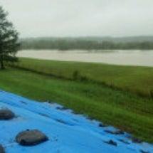 大雨に伴う堤防の亀裂…