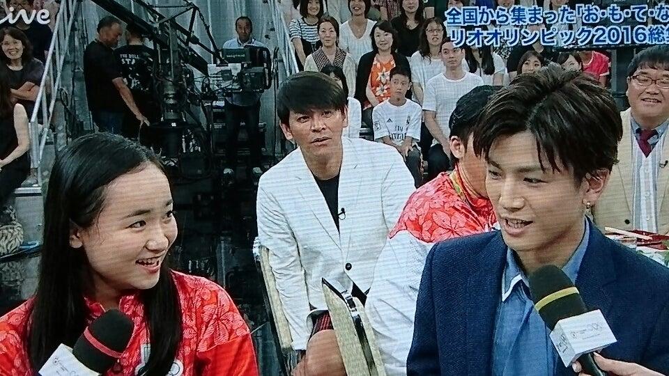 女子卓球の伊藤選手ががんちゃんの大ファンだというので、がんちゃんの提案で皆でchoo choo TRAINのダンスを踊った後、伊藤選手とがんちゃんハイタッチしてた。