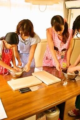 柏オーガニック料理教室 スコーン 生地作り