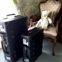 新しいスーツケースと…