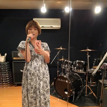 歌う妊婦 ♪