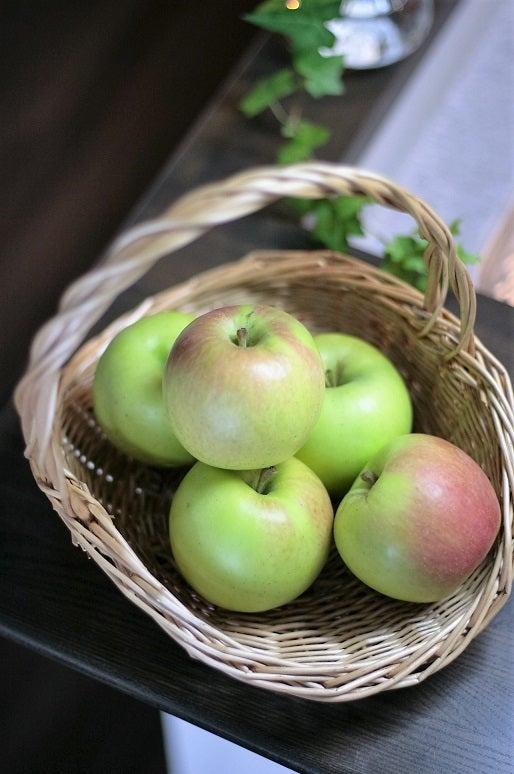 りんご リンゴ 籠 バスケット 果物 画像