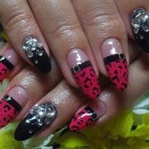 ピンク×黒のヒョウ柄…