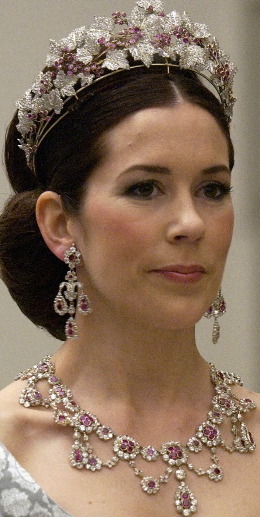 キャサリン妃のシルクドレス デンマークの ...