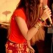 タイの女性歌手のパー…