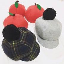 りんご帽子とキャスケ…