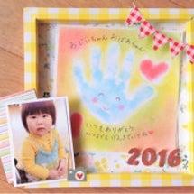 お子さんの写真と手形…
