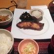 西男と鯛料理