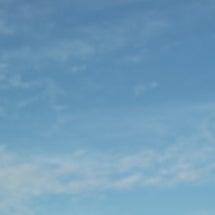 青空と長雨がもたらし…