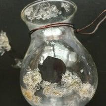 ガラスをも溶かす精油…