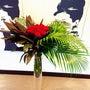 赤薔薇と葉物のアレン…