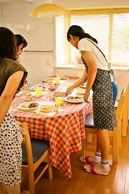 柏オーガニック料理教室 生徒さん盛り付け