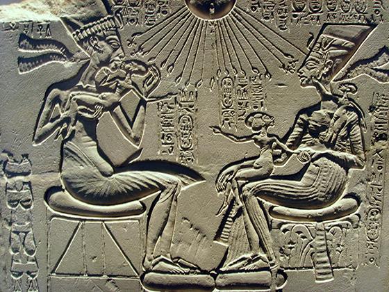 アメンホテプ4世とその家族