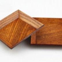 木製食器で食卓をおし…