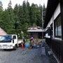 茅葺き屋根の補修作業…