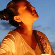 沖縄の平和を願い、歌…