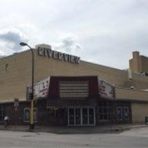 レトロな映画館とカフ…