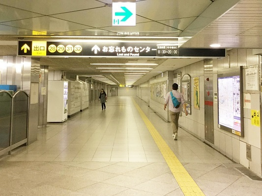 千日前線(5)32番出口への通路