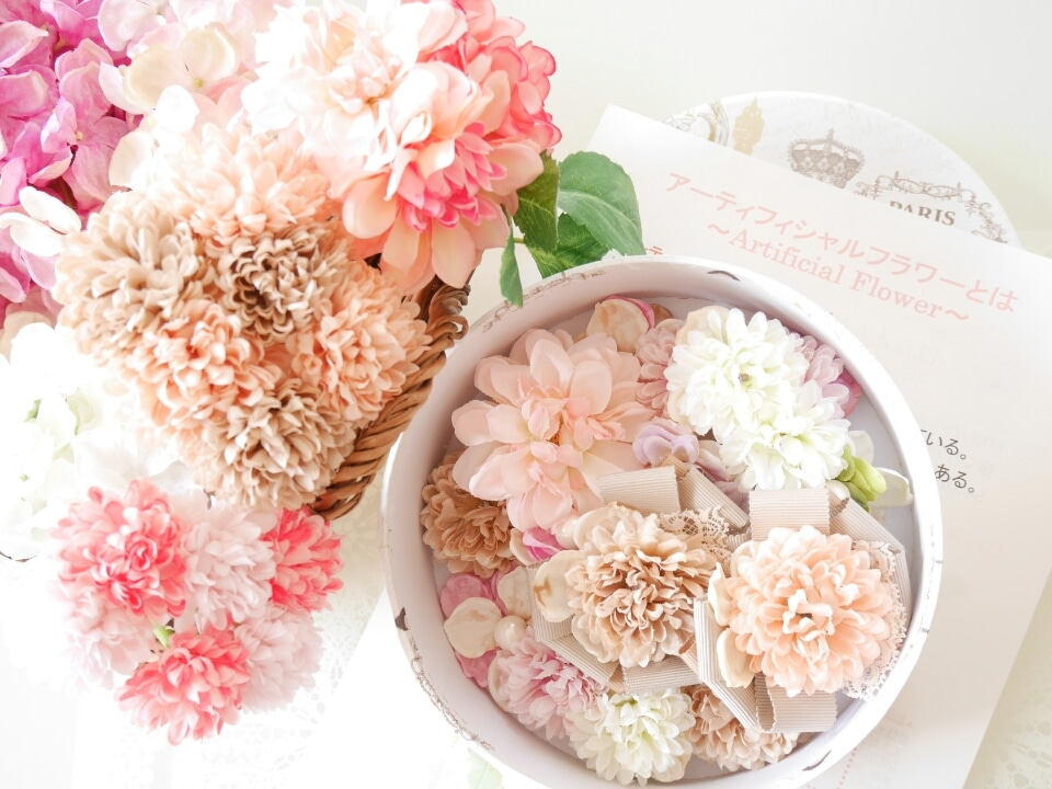 お花のヘアアクセサリー作りがスタート!