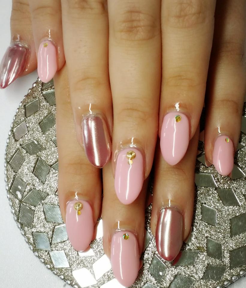 ピンク×ピンク ですが、ミラーネイル