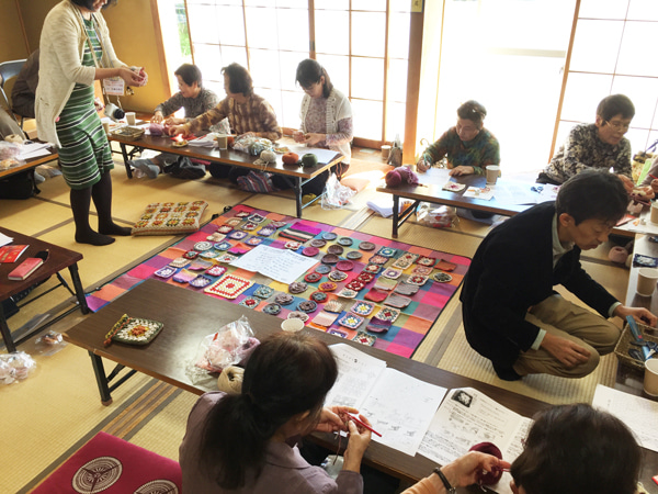 編み物ボランティア スマイルニット倶楽部