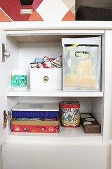 お菓子の棚.jpg