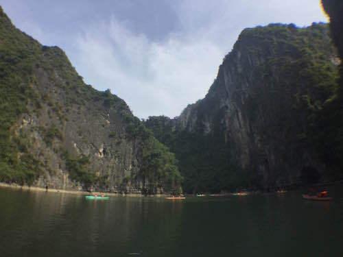 ベトナム ハロン湾 奇岩洞窟