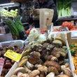 ボローニャの市場で美…