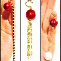 赤いイヤーカフと蔦の…