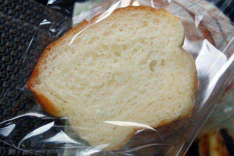 試食用の食パン ふわふわの柔らかさで美味