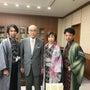 石川県の谷本知事を表…