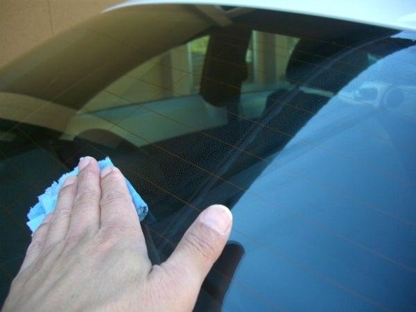 強力撥水のシリコン系ガラス撥水剤をガラスに施工