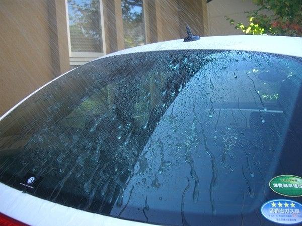 台風や大雨にも負けない撥水加工された車のガラス