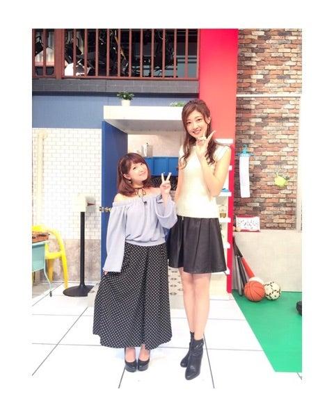矢口真里さんと並んでピースをする身長差凄い熊井友理奈