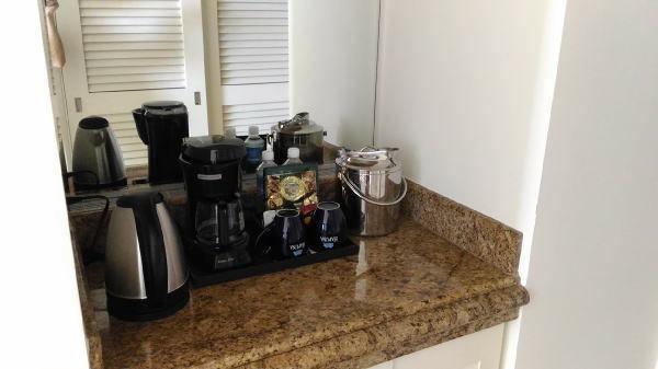 ペットボトルの水やコーヒーなどのアメニティ