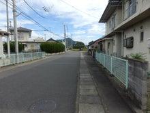 住宅地を歩く