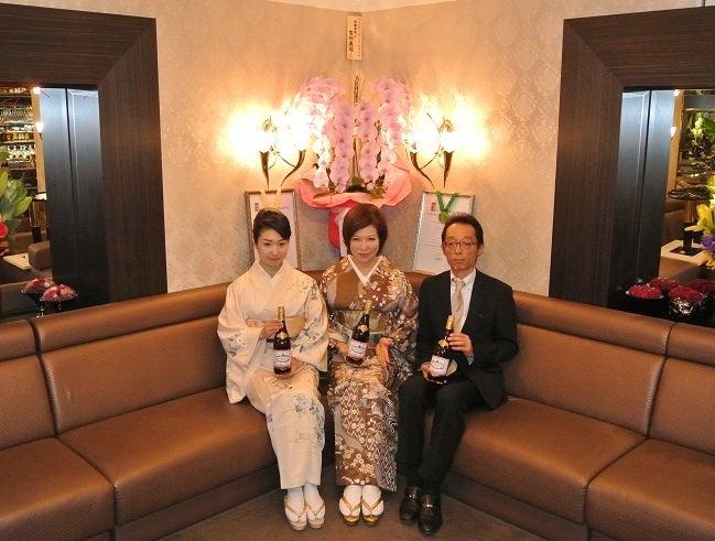 クラブ由美 ボジョレー祭 由美ママ&葵&宮治氏